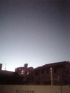 明けの明星瞬く下で。